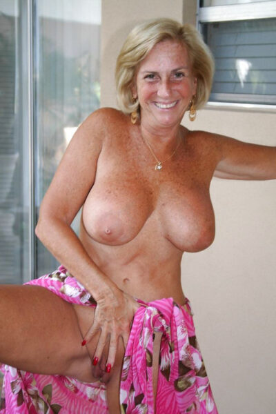 plan cul avec Sherine, vraie amatrice de sexe bi a Lyon