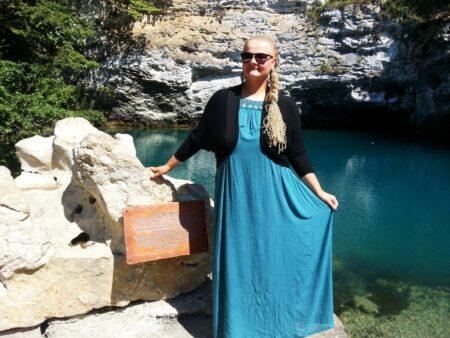 Leticia je suis sur ce site de rencontre dans le La Reunion seulement pour sucer une grosse poutre bien epaisse